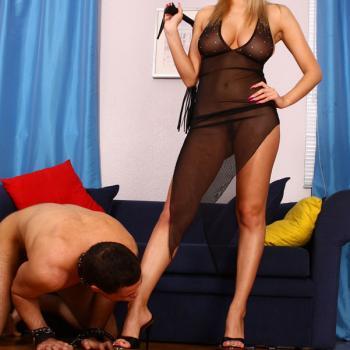 Stapana BDSM - Initiez Scalvi supusi si Docili - Linia Erotica Romania NonStop